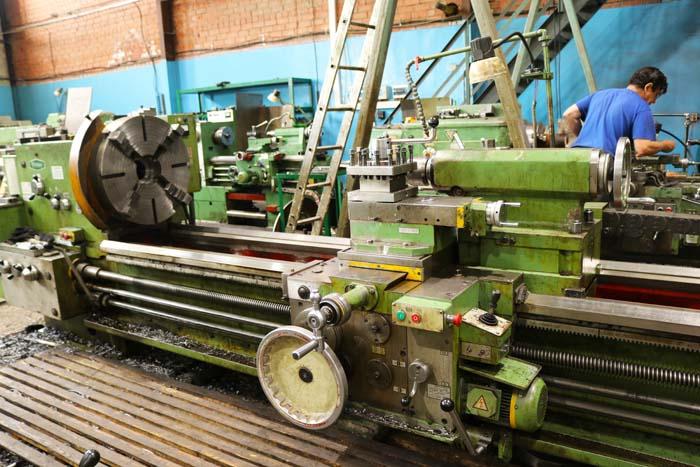 Точение конусов, растачивание, нарезание резьбы на токарно-винторезном станке