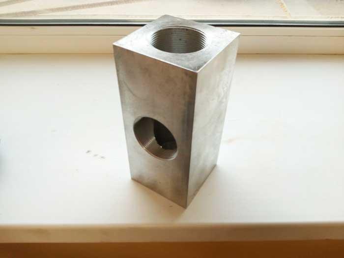 изделие из алюминия по чертежу заказика, нарезание внутренней резьбы