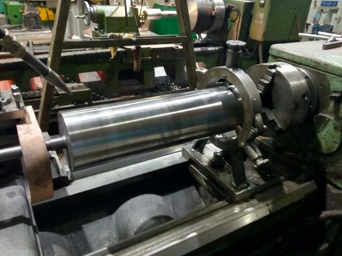 проточка печатного валка до меньшего диаметра, ремонт шеек, шлифовка поверхности