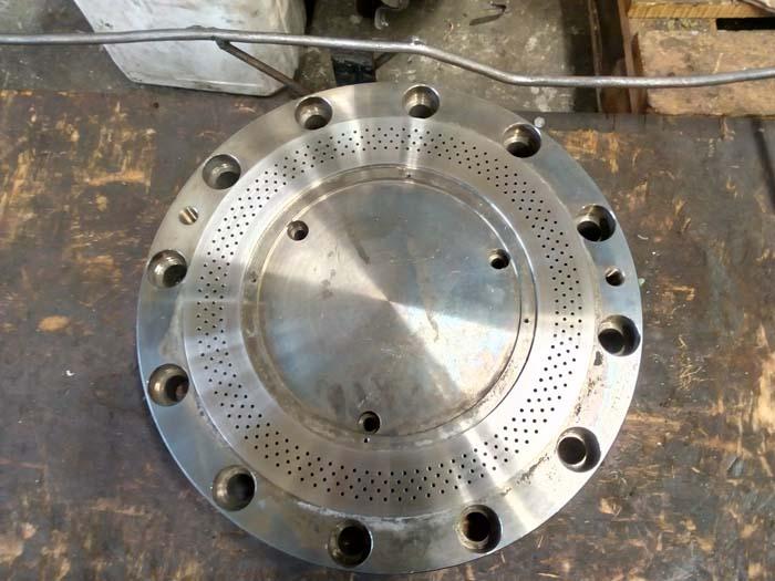 изготовление фланцевой крышки, развертка отверстий