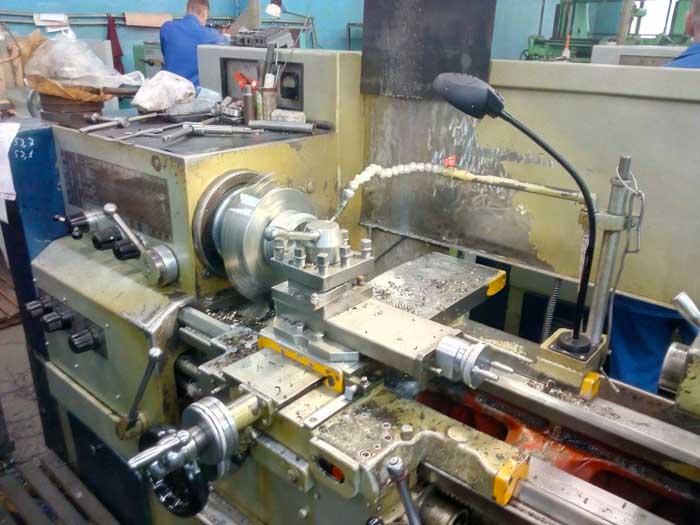 токарная обработка внутренней поверхности заготовки