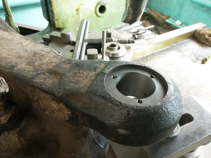 ремонт отверстий под шкворни передней балки погрузчика
