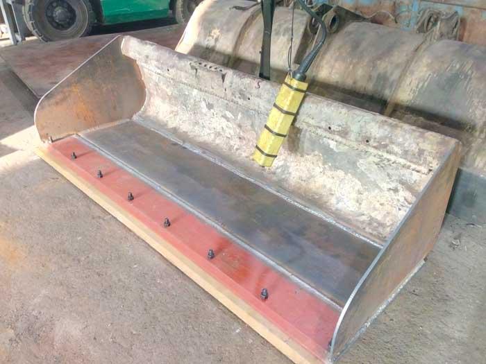 установка режущей кромки ковша фронтального погрузчика