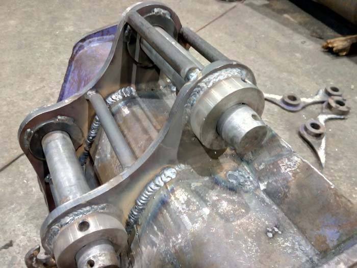 ремонт отверстий тяговых проушин ковша экскаватора